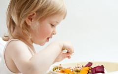 Come riconoscere se il nostro bambino presenta delle allergie alimentari