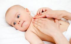 Come massaggiare il neonato per farlo rilassare